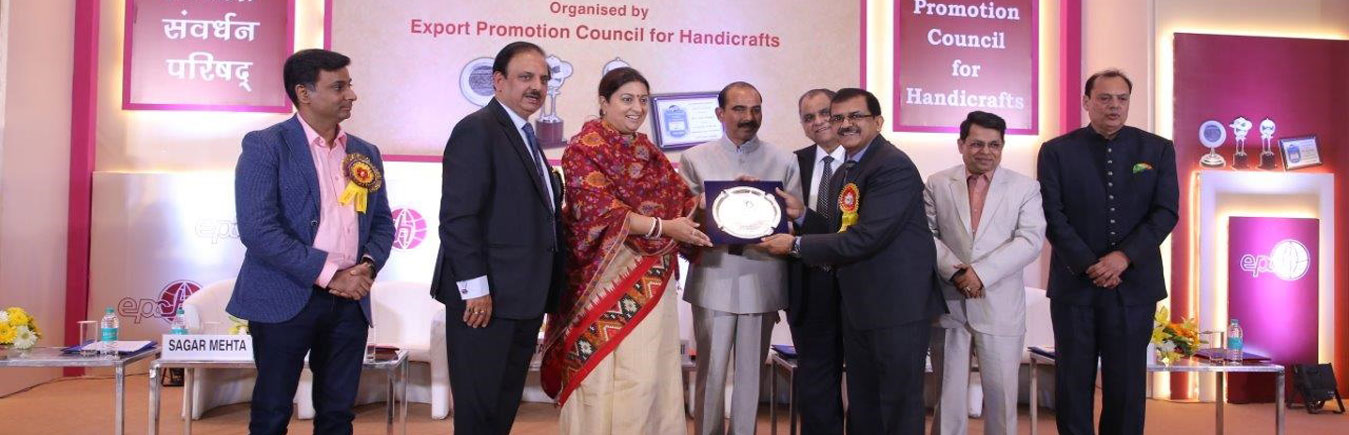 Dr A. M. Singh, IFS, PCCF & HoFF, Assam was awarded special commendation in recognition of his services to the Indian Handicrafts Sector for Standard development on timber legality system